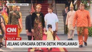 Lucu! Jokowi dan Jan Ethes Kompak Lambaikan Tangan Sapa Tamu Upacara
