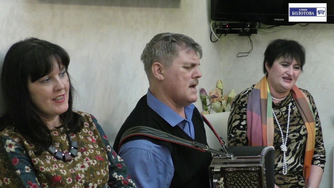 На скамеечке с подружкой Алексей Медведев и вся кухня талантов на улице Болотова!