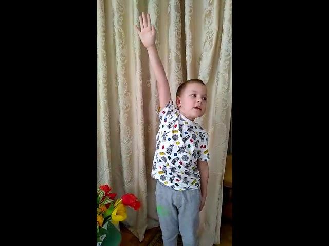 Изображение предпросмотра прочтения – АлексейГрабин читает произведение «Первоцвет: Лучше нет цветка на свете» О.Лихачевой