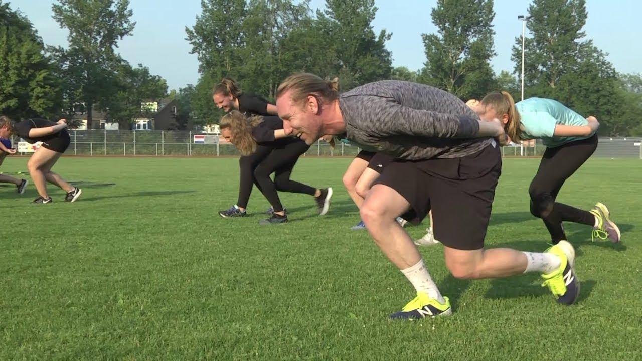 Olympisch kampioen Ted-Jan Bloemen traint jeugd Schaatsclub Gouda - Sport
