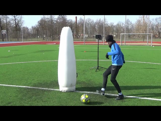 Soccer training for midfielders • Quick passing • Turning • Checking around before action (HD)