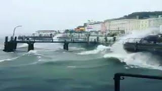 Uragano Ophelia a Dublino. Danni e caos in Europa.