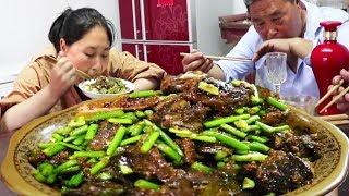 胖妹下地笼,黄鳝加泥鳅?这样爆炒,一斤米饭拌着吃,真过瘾!【陈说美食】