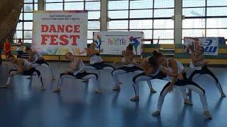 Танец 'Назовите нас по имени'