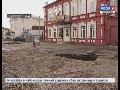 Посреди проезжей части в Марпосаде разверзлась  коммунальная яма