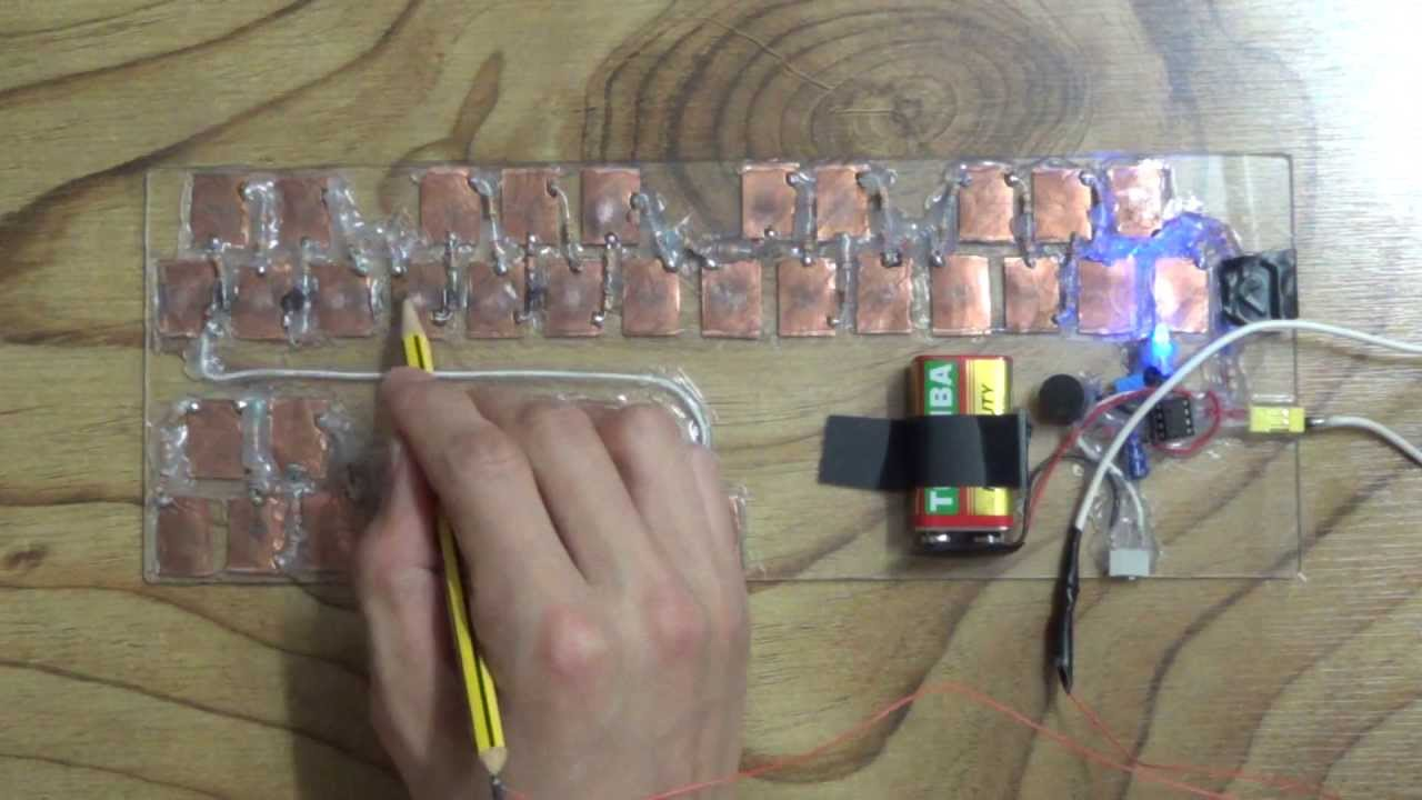 Playing He\'s a pirate with 555 timer piano - YouTube