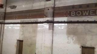 Нью Йоркское  метро прекрасное и ужасное одновременно.