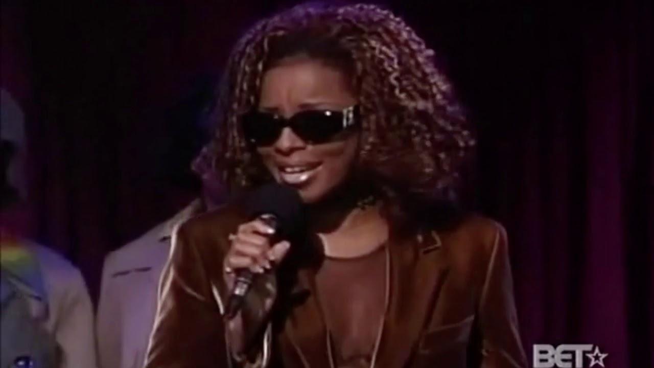 Mary J. Blige sings