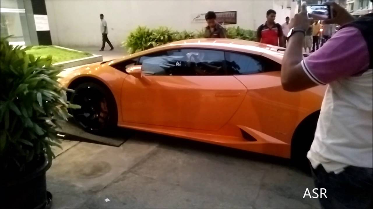 Huracan Entering Lamborghini Showroom Bangalore Youtube