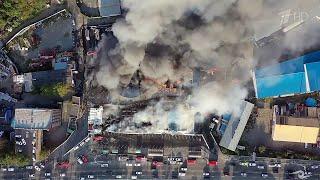 Во Владивостоке выясняют обстоятельства пожара в торговом центре.