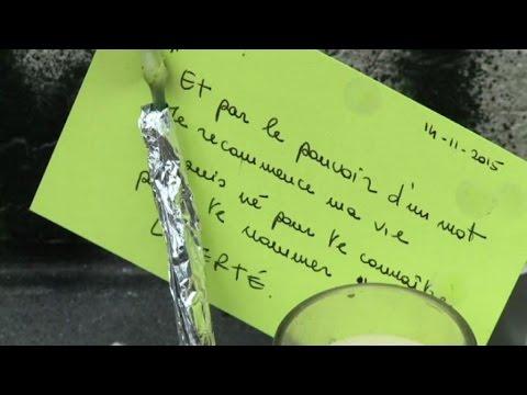 Attentato Francia, omaggio a vittime in Place de la Republique