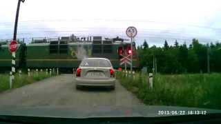 Электровоз ВЛ80с № 125 берет поезд с места одной секцией(После остановки на перегоне Шеломово-Хемалда (Северная ж.д.) Электровоз ВЛ80с № 125 (ТЧЭ-11 Лоста Северной ДТ)..., 2013-07-30T14:24:24.000Z)