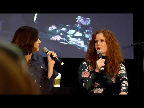 Bex and Lana Full Gold Panel OUAT NJ 2017