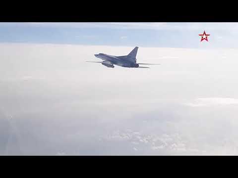 Полет бомбардировщиков Ту-22М3 над Черным морем