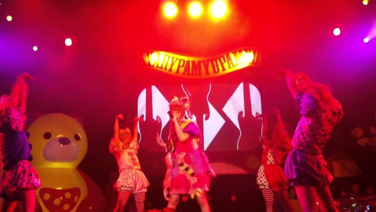 Kyary Pamyu Pamyu - Fashion Monster (Nanda Collection World Tour New York) - YouTube