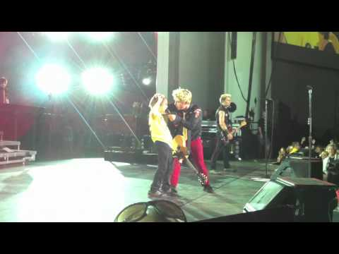 Green Day - Brendan Saved During East Jesus Nowhere - PNC - 8/14/10