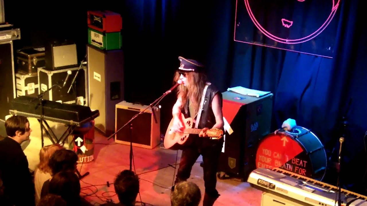 julian-cope-upwards-at-45-degrees-live-band-on-the-wall-manchester-240211-dave-zoom