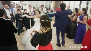 Веселая цыганская свадьба. Танцуют мужчины