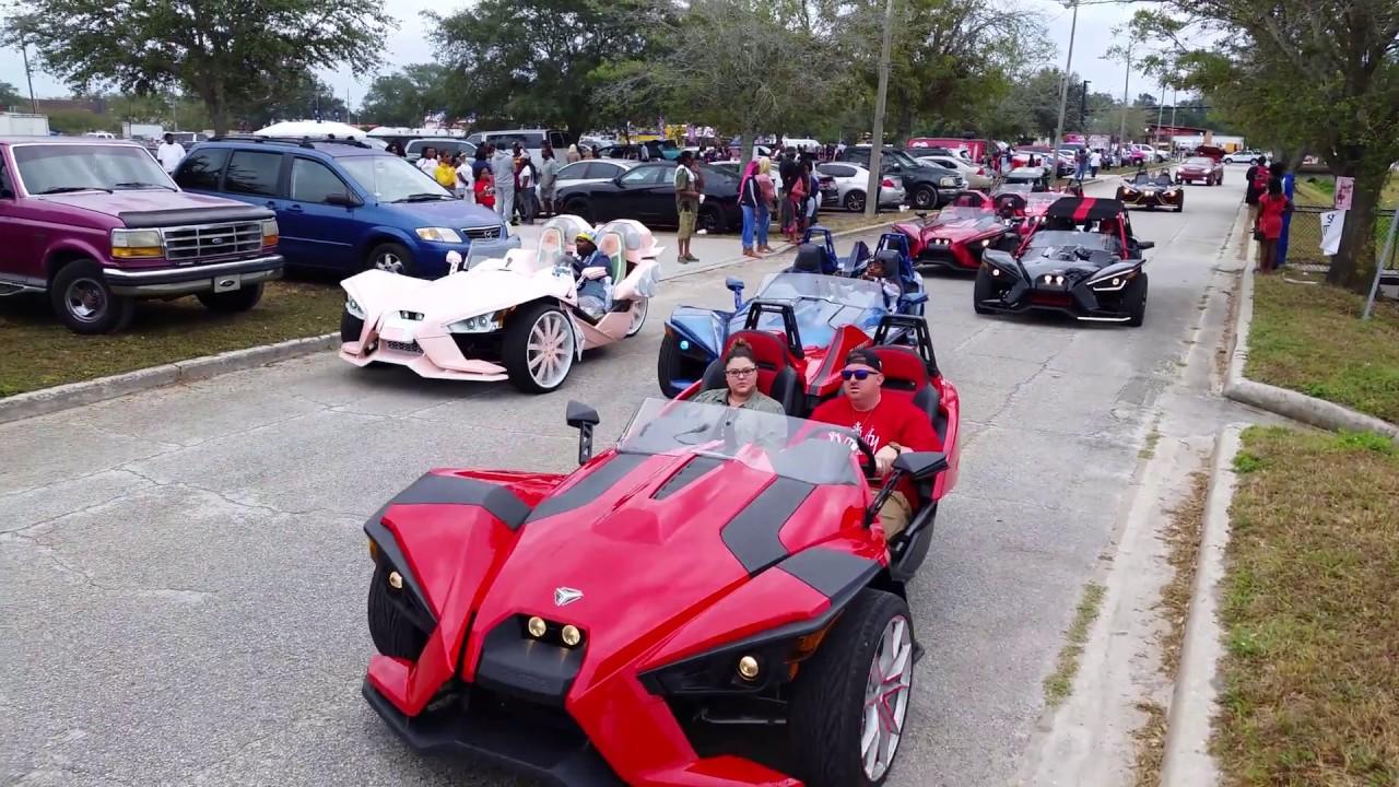 Huuuge Polaris Slingshot Convoy Florida Classic Riding Big Car