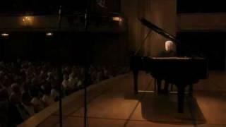 Barenboim plays Beethoven Sonata No. 27 in E Minor Op. 90, 2nd Mov.