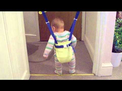 a38202ce6 Baby jumping in doorway bouncer - YouTube