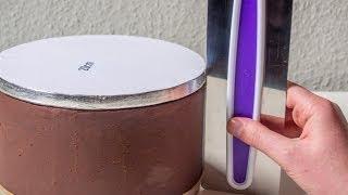 Torte mit Ganache einstreichen: Die 2 Cake Drums-Methode