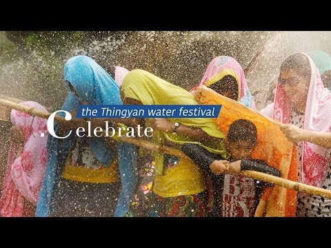 Live: Celebrate the Thingyan Water Festival体验缅甸泼水节上的泼水战车