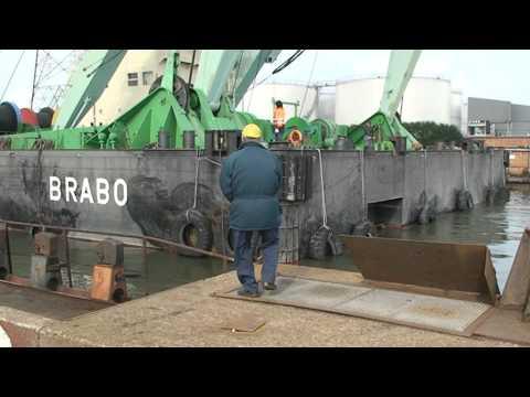 Longueville NV lifting drydock door for renewal