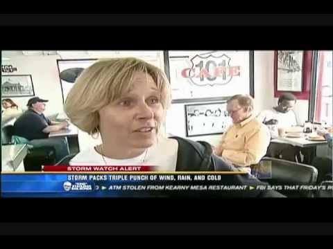 Sue in the rain at the 101 Cafe.wmv
