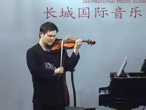 Chuan Yun Li plays US National Anthem