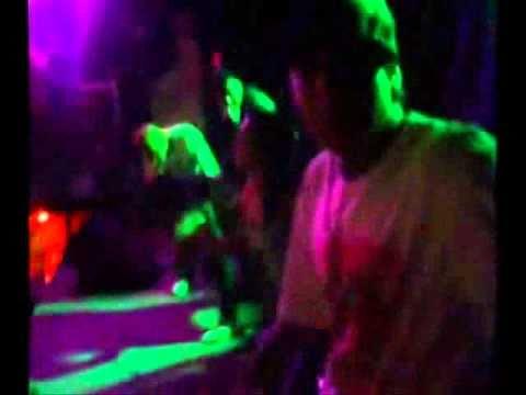 dj bailando junto djs