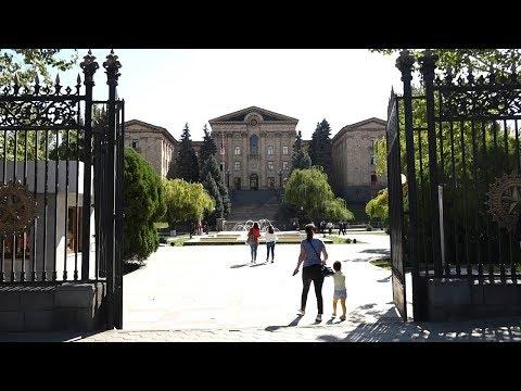 Ворота в парк парламента Армении открылись для граждан