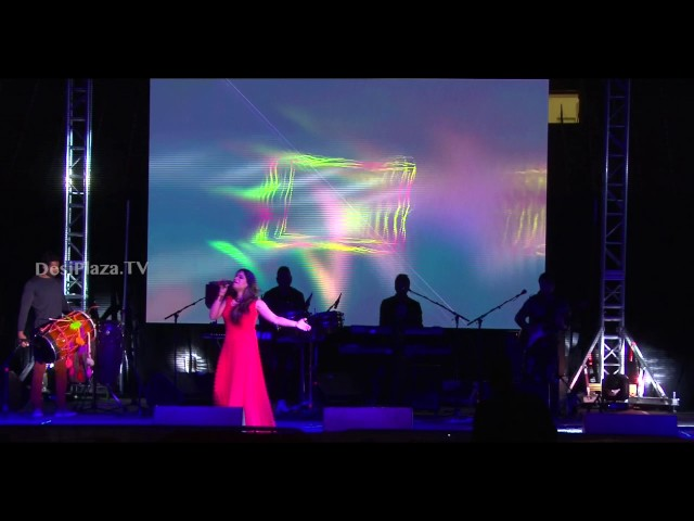 "Energetic ""Maiya Maiya"" song live performance by Jyotica Tangri"