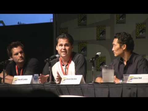 New Hawaii 5-0 Producers Peter Lenkov and Alex Kurtzman Danny and McGarrett Comic con 2010