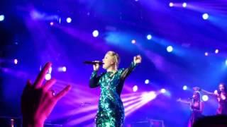 Kelly Clarkson - Breakaway - LIVE