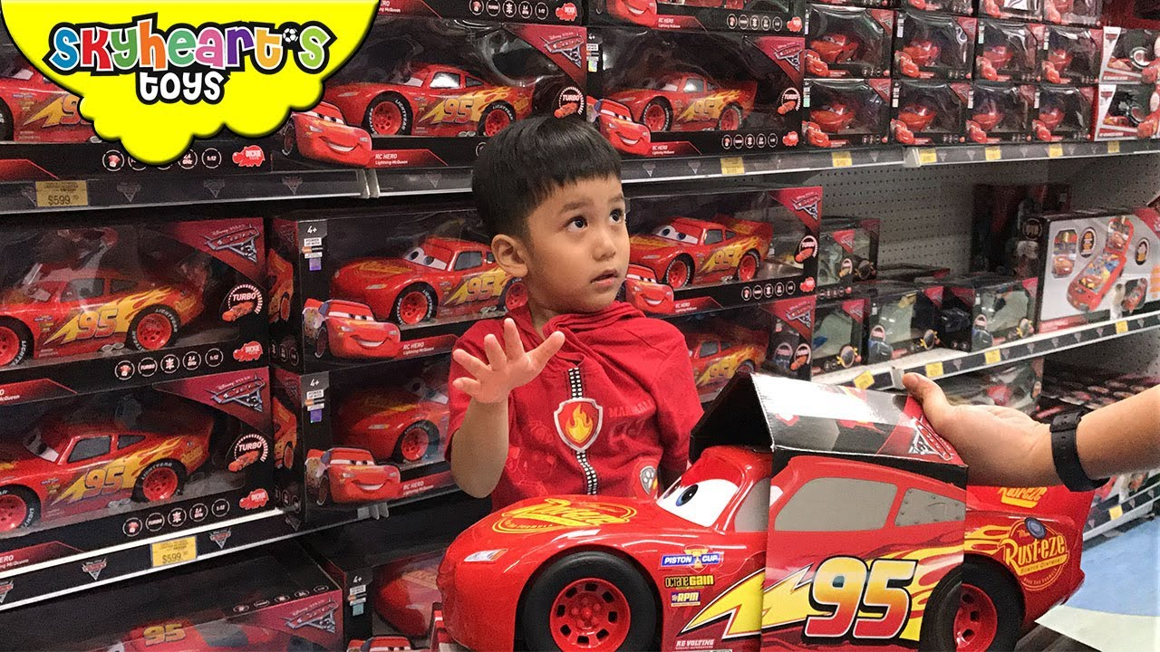 Disney cars 3 shopping at toys r us big lightning for Three jackson toy