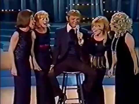 Jerry Reed  1971 CMA Awards - When You're Hot You're Hot.