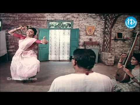 koluvai-vunnade-song---swarnakamalam-movie-|-venkatesh-|-venkatesh-|-ilayaraja