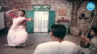 Koluvai Vunnade Song - Swarnakamalam Movie | Venkatesh | Venkatesh | Ilayaraja