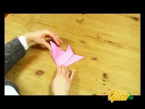 anleitung serviette als blume falten origami doovi. Black Bedroom Furniture Sets. Home Design Ideas