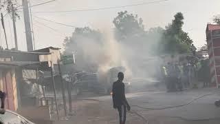 La voiture de Macky Sall prend feu à Nguégnène