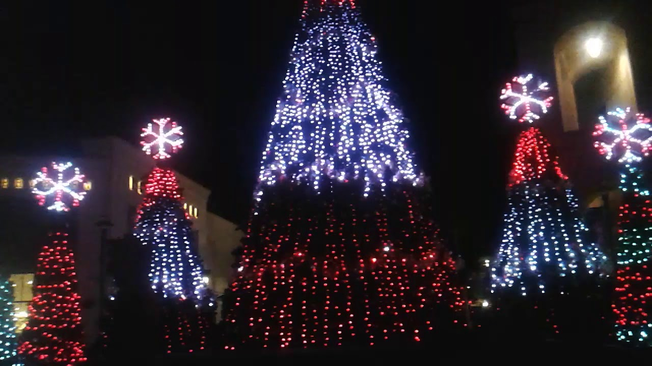 WIREGRASS MALL CHRISTMAS LIGHT SHOW - YouTube