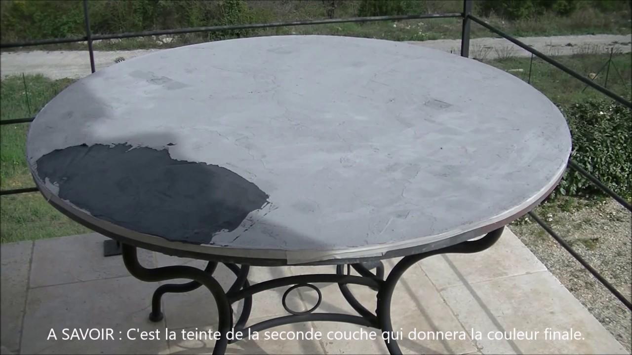 Transformation d\'une table marocaine en béton ciré