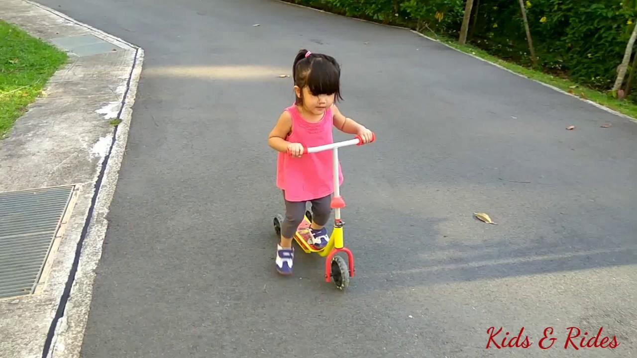 Anak Anak Bermain Di Luar Berbasikal Dan Berlari Lari Outdoor