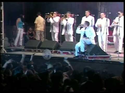 Que Se Te Olvido - La Arrolladora Banda El Limón (En Vivo Mazatlan 2004)