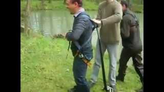 Разыграли прыгуна с тарзанкой :)