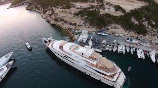 Мега-яхта Chopi Chopi в Бонифачо(Дроном управляли с борта другой моторной яхты Gene Machine, которая также вошла в кадр, но, конечно, все внимание..., 2015-09-11T15:02:36.000Z)