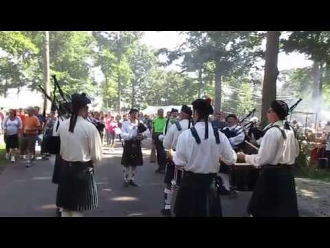 Fort Wayne Scottish Pipes and Drums at 2016 Johnny Appleseed Festival
