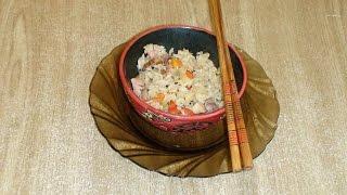 Рис с беконом, овощами и ананасами.