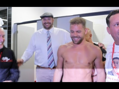 GYPSY KINGS! - BILLY JOE SAUNDERS REVEALS HIS INCREDIBLE PHYSIQUE  TO TYSON FURY IN DRESSING ROOM
